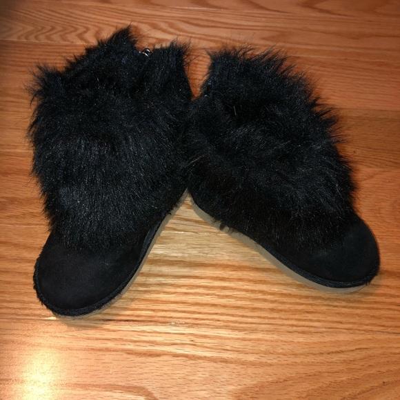 GAP Other - Black fur boots